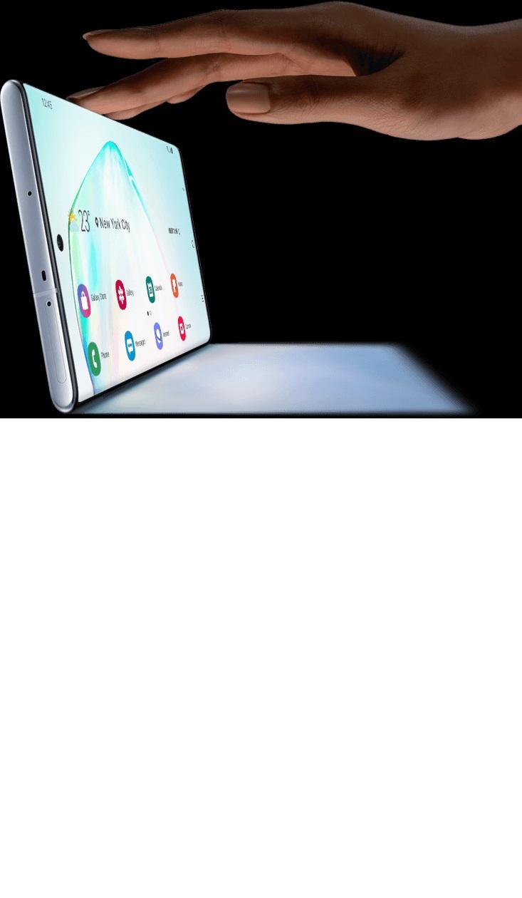 Galaxy Note10 plus در حالت افقی به همراه یک سایه دیده میشود و یک دست در حال لمس بالای آن به عنوان یک لپ تاپ است.